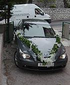 Aranžiranje vozila za vjenčanu povorku...